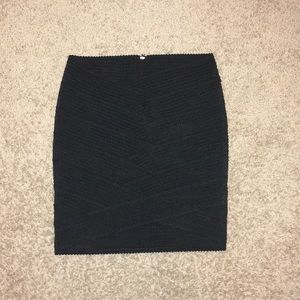 H&M patterned black pencil skirt